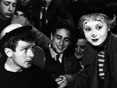watch La Strada streaming