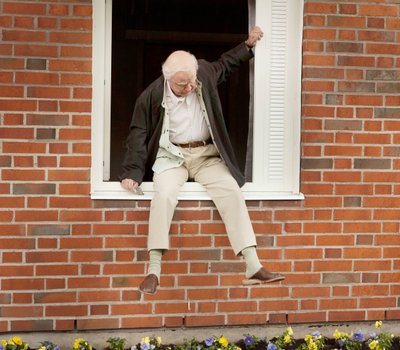 The 100 Year-Old Man Who Climbed Out the Window and Disappeared online